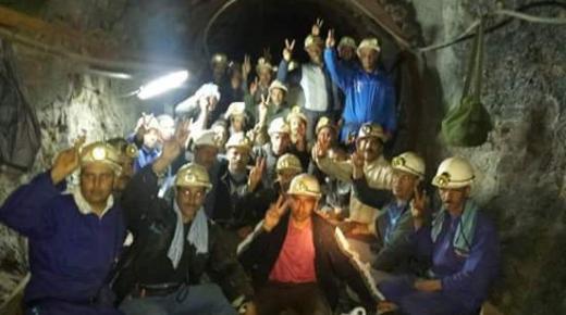 مؤثر: عمال بالجهة الشرقية يحتجون على بعد 800 متر تحت الأرض لرفع الحيف ضدهم (+فيديو)