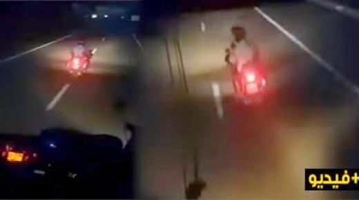 بالفيديو.. مطاردة دركي لسائق حافلة بالطريق السيار يتسبب في حالة هستيرية للركاب