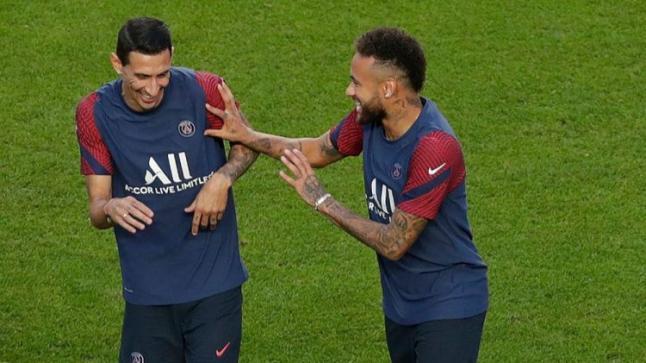باريس سان جيرمان يُعلن إصابة 3 من لاعبيه بفيروس كورونا