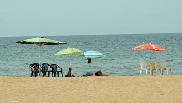 خطير : محاولة قتل مواطن من قبل معلم سباحة بشاطئ أركمان