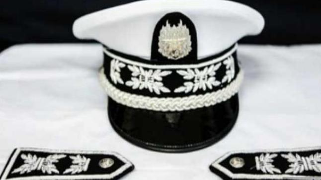 ابتداء من اليوم.. ضباط الشرطة يرتدون القبعة وشارات الكتف الجديدة