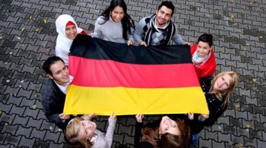 ألمانيا تشدد قيود السفر للقادمين من هولندا وإسبانيا بسبب كورونا