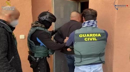 تعاون أمني إسباني- فرنسي يطيح بزعيم أنشط شبكة إجرامية في تهريب الحشيش المغربي