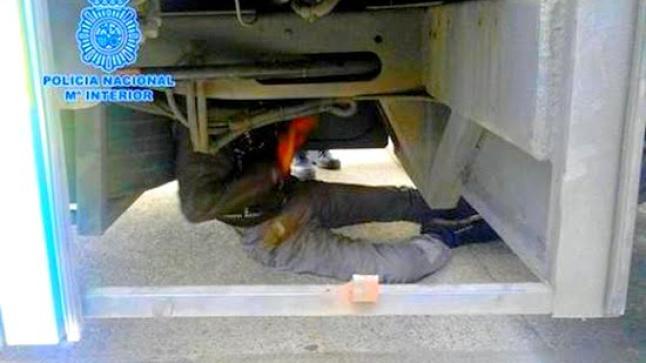 اعتقال ناظوري حاول التسلل الى اسبانيا مختبأ اسفل شاحنة