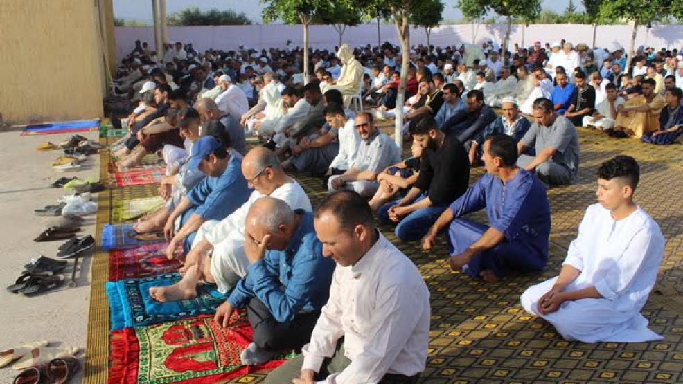 دولة عربية تحظر إقامة صلاة عيد الفطر بسبب كورونا