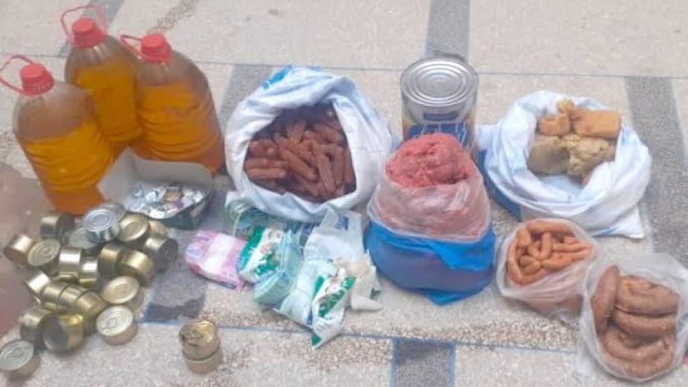 كمية من المواد الغذائية الفاسدة معروضة للبيع ببركان
