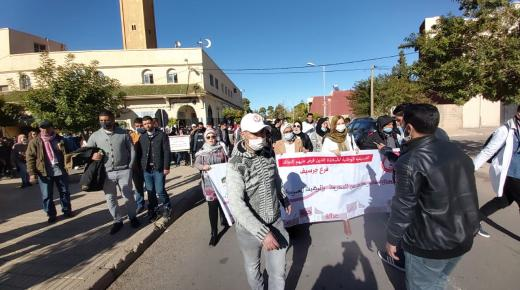 """""""أساتذة التعاقد"""" بجهة الشرق يشلّون المؤسسات التعليمية بإضرابات واحتجاجات"""