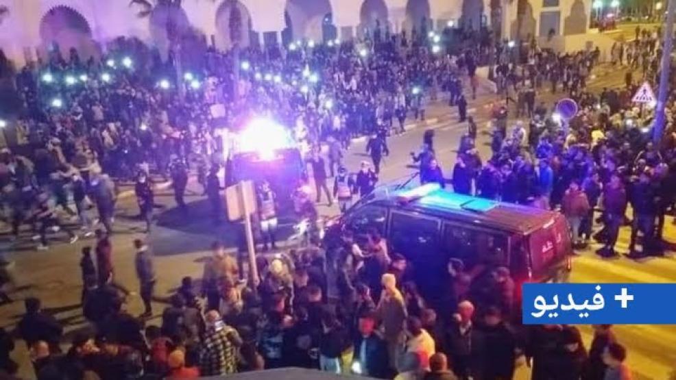 العشرات من سكان الفنيدق يخرجون للإحتجاج لإنقاذهم من الأوضاع المأساوية بعد إغلاق معبر سبتة المحتلة