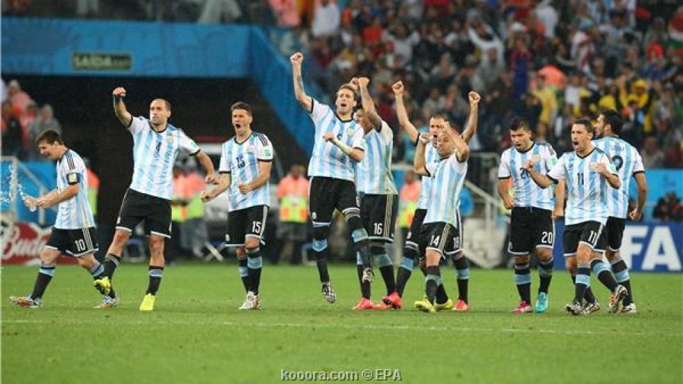 بالفيديو: الأرجنتين تطيح بهولندا وتتأهل لنهائي المونديال