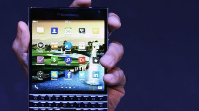 BlackBerry تغري مستخدمي iPhone بهاتفها الجديد Passport