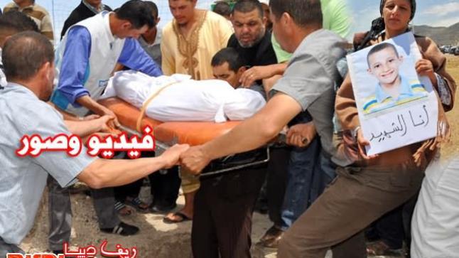 بني أنصار: تشييع جثمان التلميذ أحمد الحمداني وسط احتجاجات التلاميذ وأولياء أمورهم (فيديو وصور)