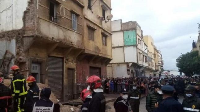 مشهد خطير.. لحظة انهيار منزلين بالبيضاء وصراخ السكان (فيديو)