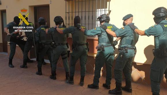 شاهد بالفيديو.. تفكيك منظمة أدخلت إلى إسبانيا 30 طنا من المخدرات القادمة من المغرب