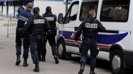 مقتل ثلاثة عناصر شرطة بالرصاص في وسط فرنسا
