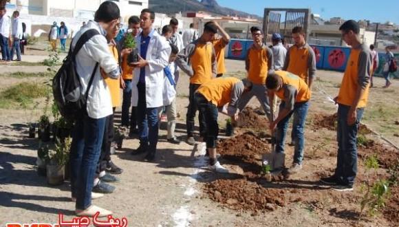 أزغنغان: جمعية الحي العمالي تبصم بصمات بيئية مميزة بثانوية ابن سينا التأهيلية بازغنغان