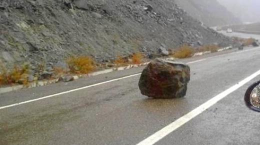 إنجرافات صخرية تُهدّد مستعملي الطريق الساحلي الناظور-الحسيمة