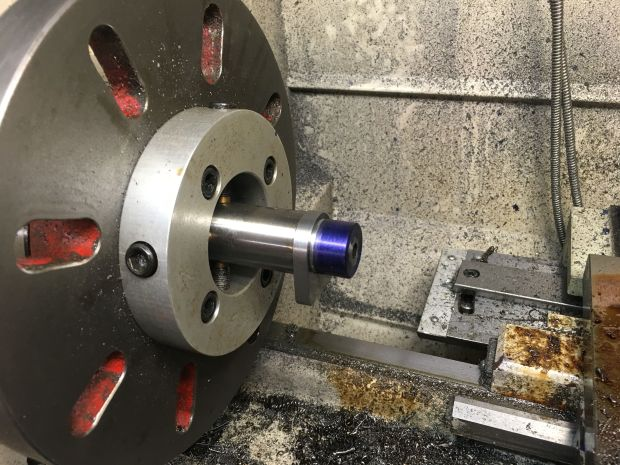 groove in relation to recoil lug