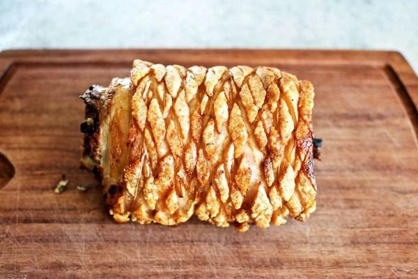 Porchetta i ovn - italiensk rullesteg med sprød svær
