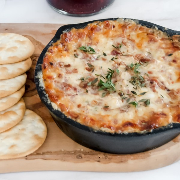 The Best Baked Caramelized Onion and Bacon Dip