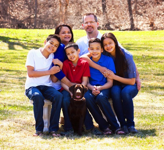 Family_With_Dog_800x600