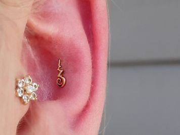 conch hoop piercing
