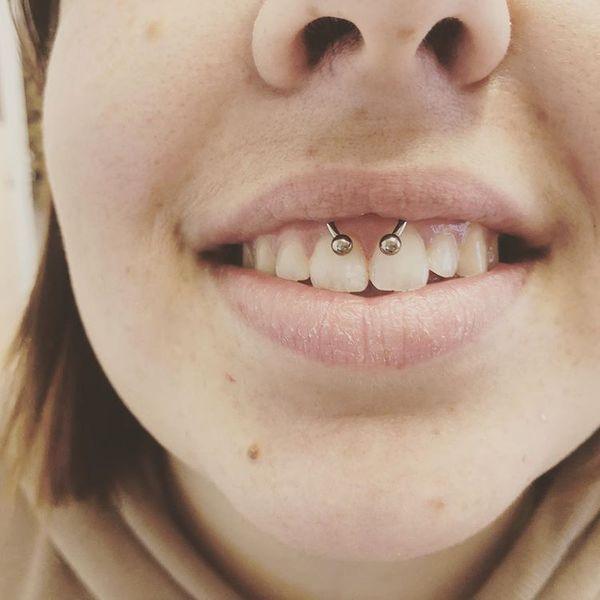 fake smiley piercing