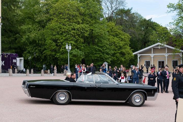 Crown Prince Haakon and Crown Princess Mette-Marit follow in A5 car, 17 May 2020. Photo: Øivind Møller Bakken, The Royal Court