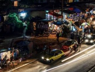 Yaoundé's Essos district by night. (Photo courtesy of Camer.be)