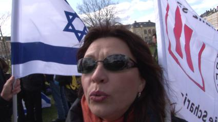 Israeli_flags_were_prominent_in_the_demonstration