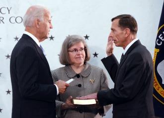 Petraeus_ceremonially_sworn_in_as_CIA_Director