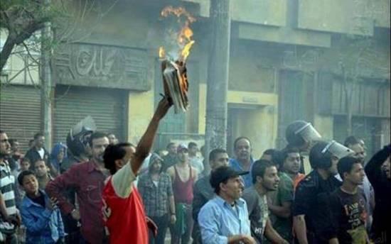 Muslims burn bible in public