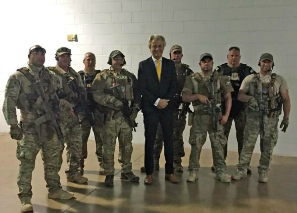 Geert Wilders with Garland Swat team at AFDI GarlandTexas event  5-3-152