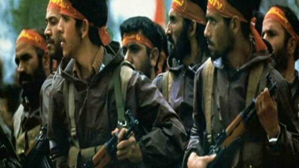 army_of_the_guardians_of_the_islamic_revolution_troop_marching_with_gun_and_headband_1