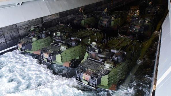 uss-bataan-lhd-5-in-amphibious-assault-vehicles-aav