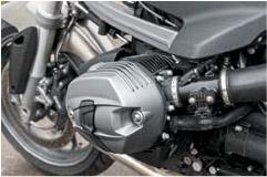 Блок «двигатель—трансмиссия» является основным несущим элементом ходовой части BMW — в отличие от большинства двухколесных собратьев, здесь нет рамы как таковой