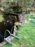 Badstege i ån