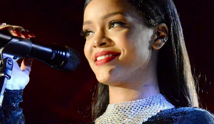 VIDEO: Rihanna performs at The Concert for Valor November 11, 2014 rihanna-fenty.com