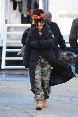 Rihanna goes back to New York to film Ocean's Eight on November 22, 2016 long coat