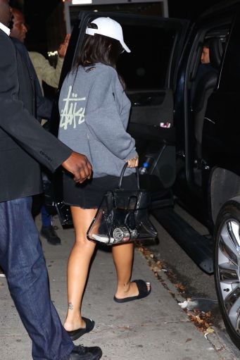 Rihanna leaves a photoshoot in New York on October 19, 2017 See-through bag