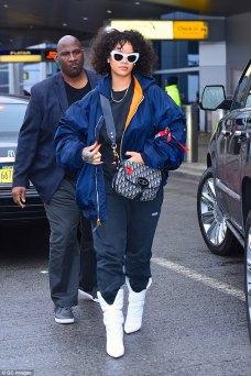 Rihanna spotted at JFK Airport on Sunday November 5, 2017 rihanna-fenty.com