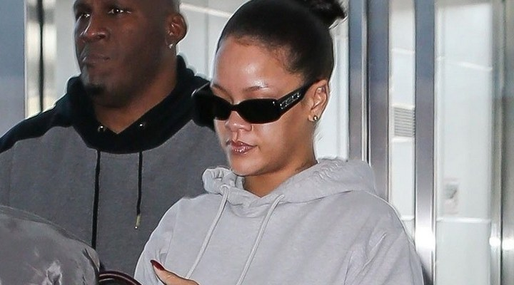 Rihanna jets out of New York