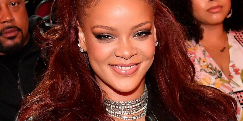Rihanna honors Mary J Blige at 2019 BET Awards