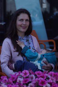 Silmatera OÜ lapse ootamise ja imetamise kleit, millega saad diskreetselt imetada avalikus kohas