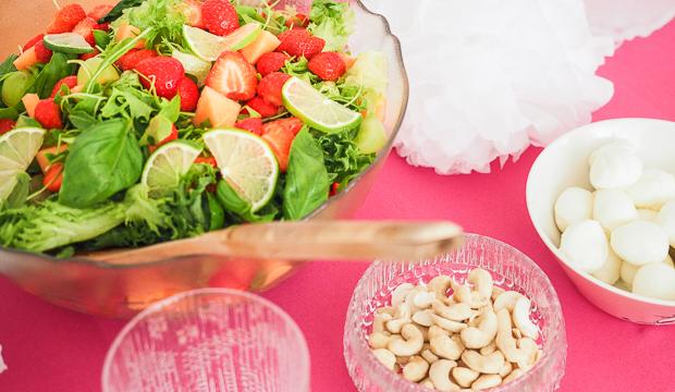 Kesäinen mansikka-lime-salaatti