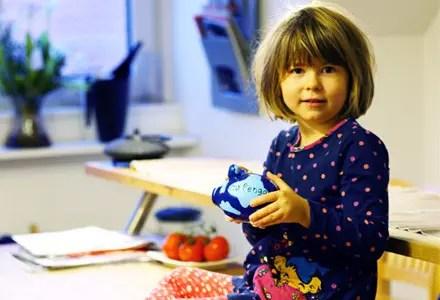 Försättsbild till artikeln: Vad lär du ditt barn om pengar och ekonomi? - 6 tips på sunda ekonomiska förhållningssätt att lära barn