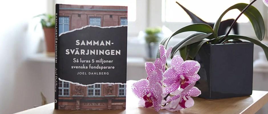 Försättsbild till artikeln: Recension: Sammansvärjningen – Så luras 5 miljoner svenska fondsparare - Joel Dahlberg drar ner byxorna på de svenska bankerna och visar att vi är lurade - flera gånger om.