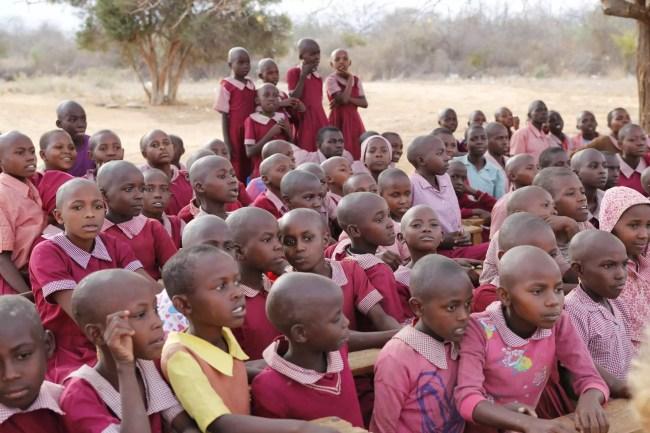 Bild på barn som inte har hår