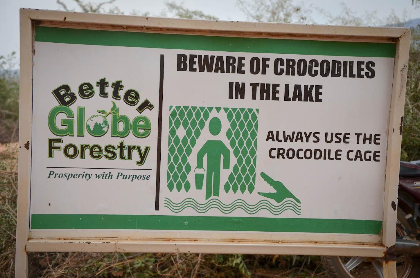 Enligt uppgift dog ungefär fyra människor om året till följd av krokodilattacker tidigare. Sedan Better Globe började låna ut sina krokodilburar för vattenhämtning har dessa dödsfall minskat till ett om året.