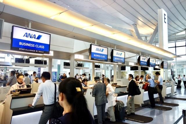 羽田空港国際線ターミナルのANAビジネスクラスチェックインカウンター