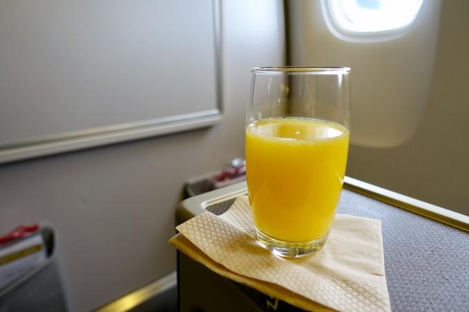 キャセイパシフィック航空ビジネスクラス ウェルカムドリンク